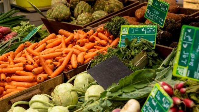 market_vegetables_carrots_artichokes_herbs_sage_thyme_radish-715590.jpg!d